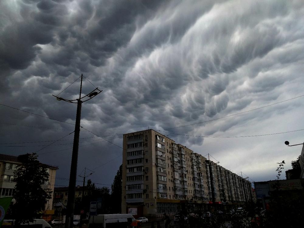 Необычные тучи покрыли небо Новороссийска