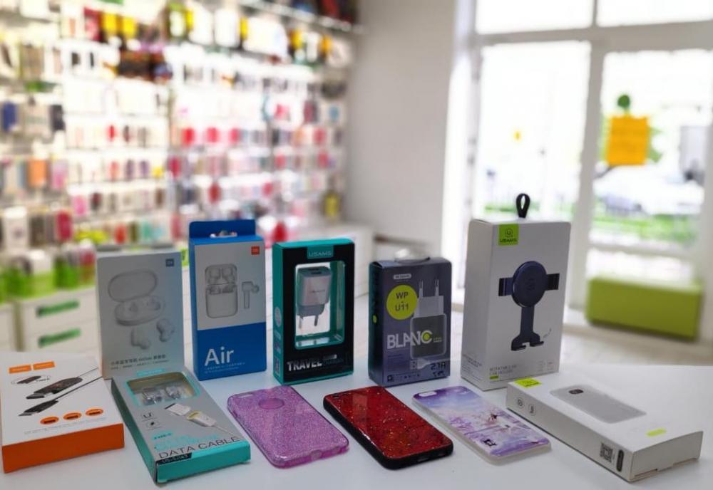 Зачем колесить по городу, если все для смартфона есть в одном магазине?