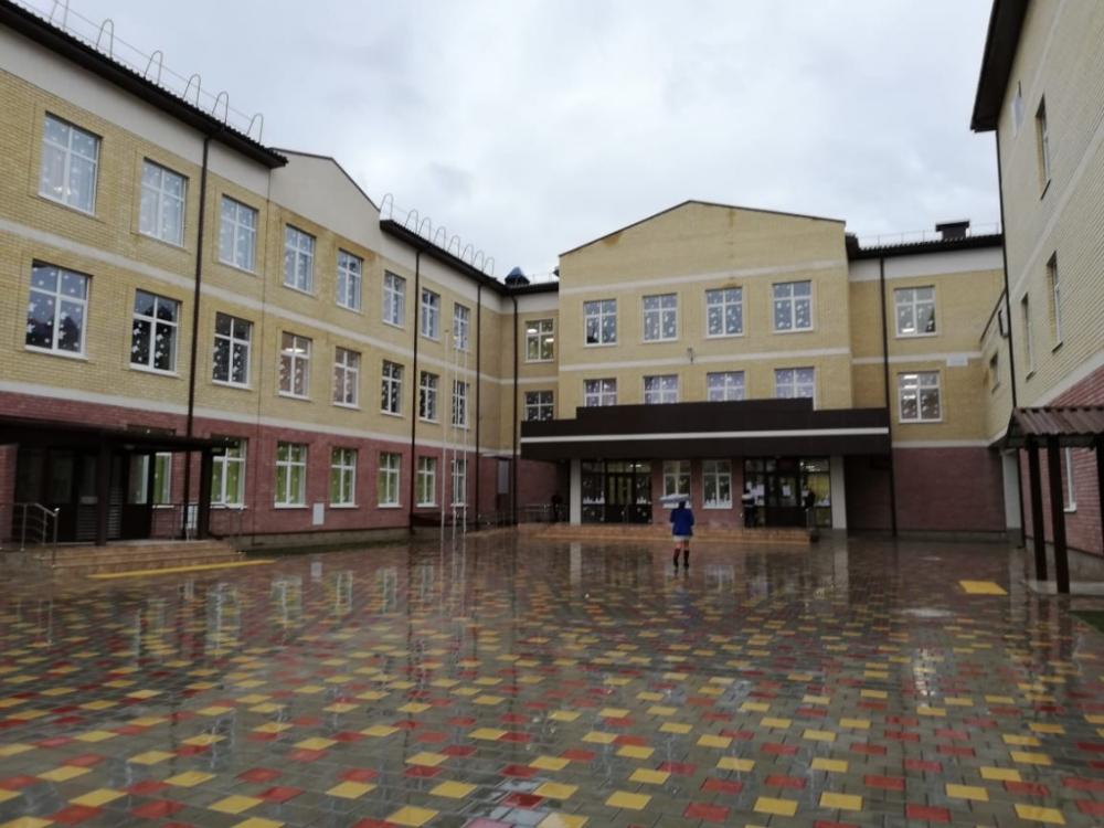 Новороссийская школа № 34 до сих пор пустует