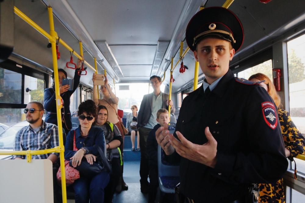 «Мошенники» сыграли представление в новороссийском троллейбусе