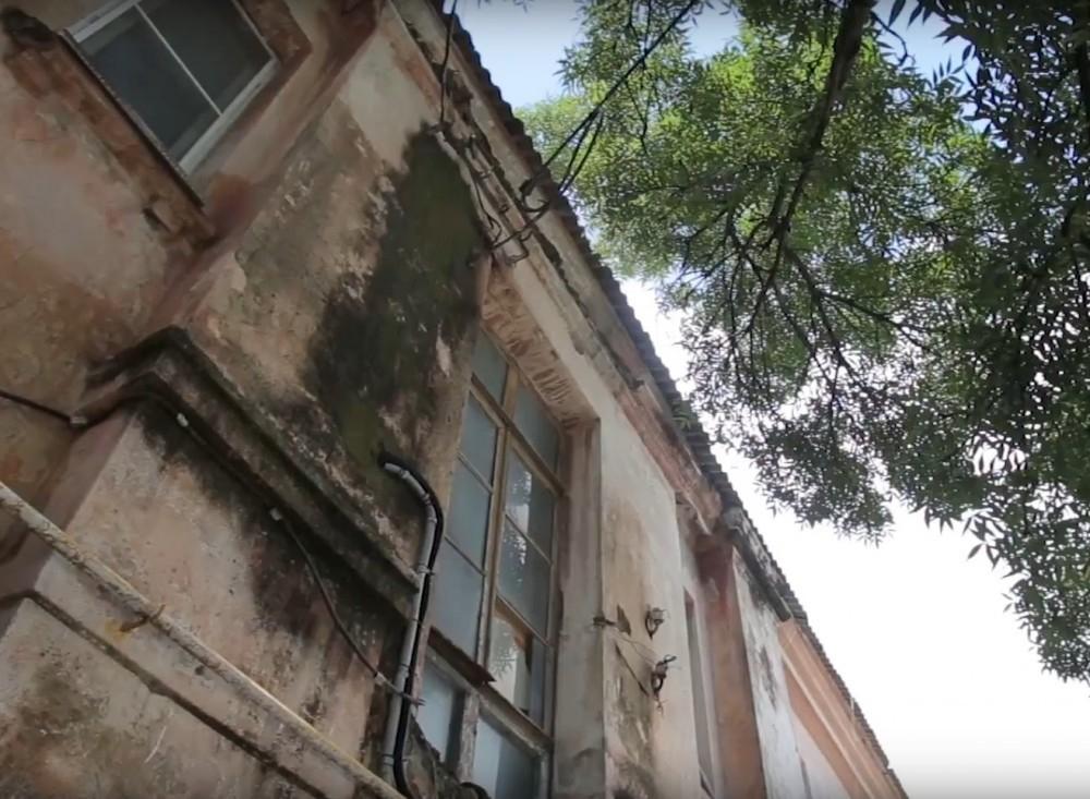 Жители пожаловались «Блокноту» на свой дом – теперь его сносят