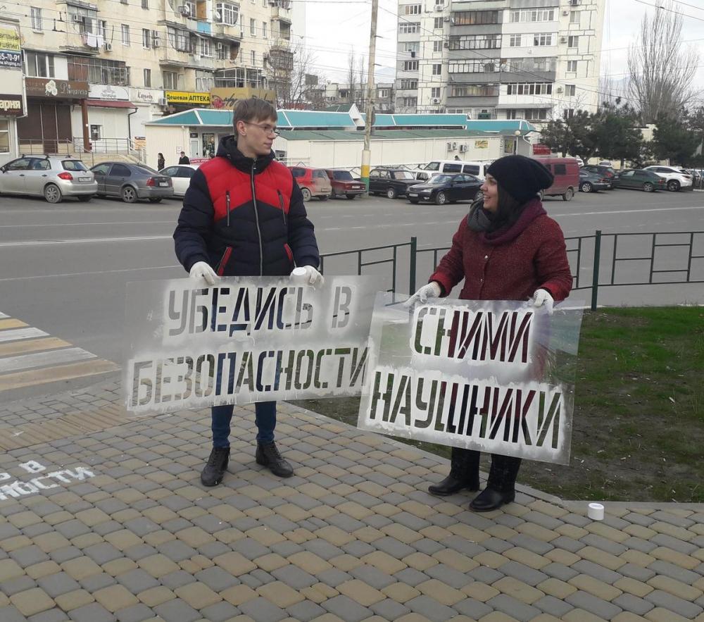 Асфальт в Новороссийске заставит пешеходов снять наушники