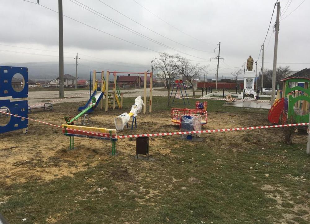 Новороссийцы добились качественного выполнения работ на детской площадке