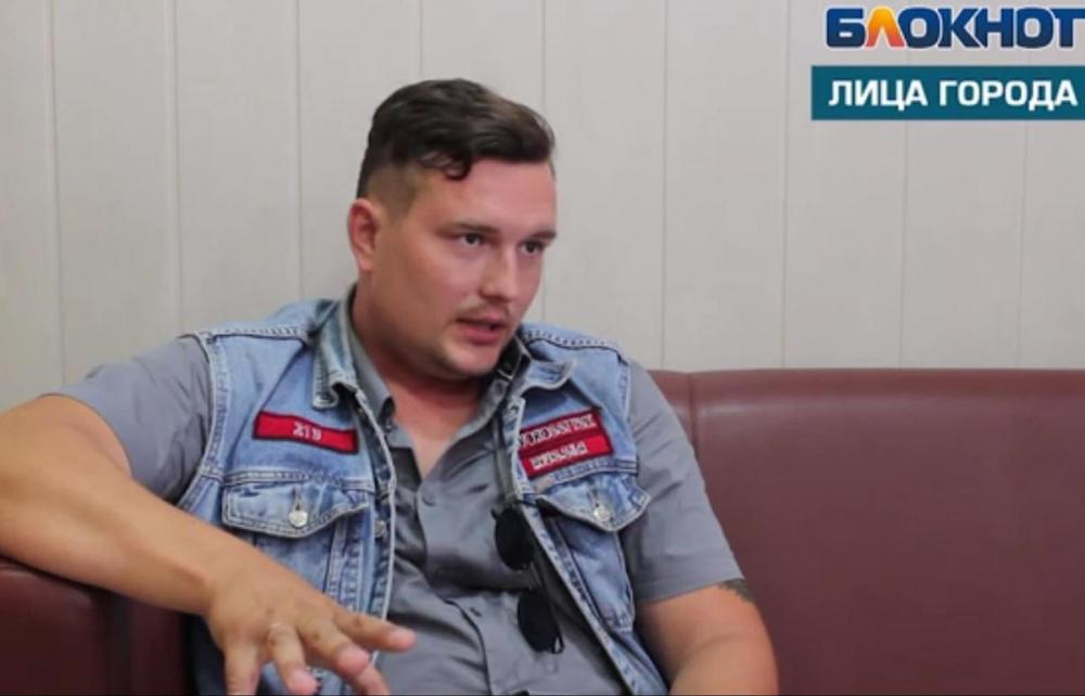 - Приходится косить под негуманитария, - электрик, общественник, байкер и художник Василий Алексеев