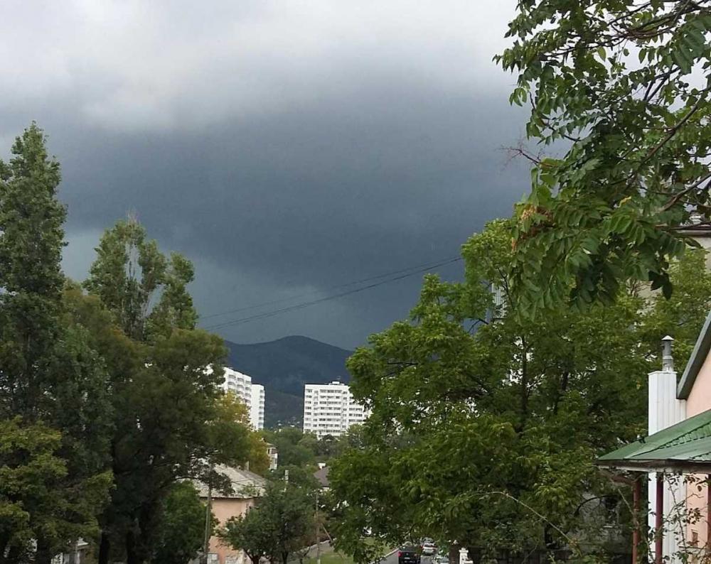 Небольшой кратковременный дождь сигнализирует о приближении осени в Новороссийске