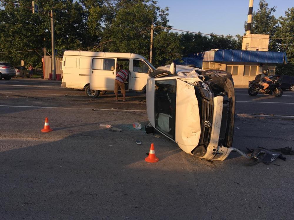 В массовом ДТП под Новороссийском пострадали семь человек