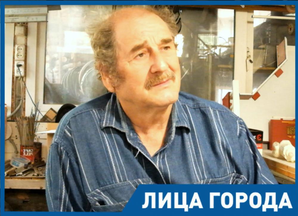 - У меня все работы связаны с личностью, - скульптор Александр Суворов
