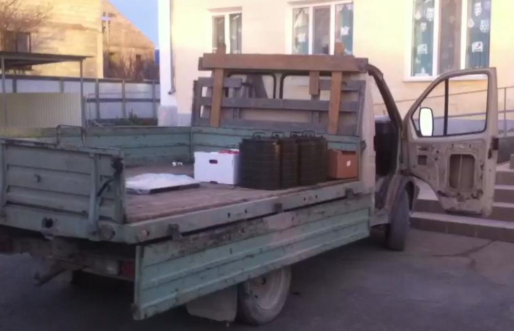 На грязной ГАЗели привезли еду в одну из школ Новороссийска