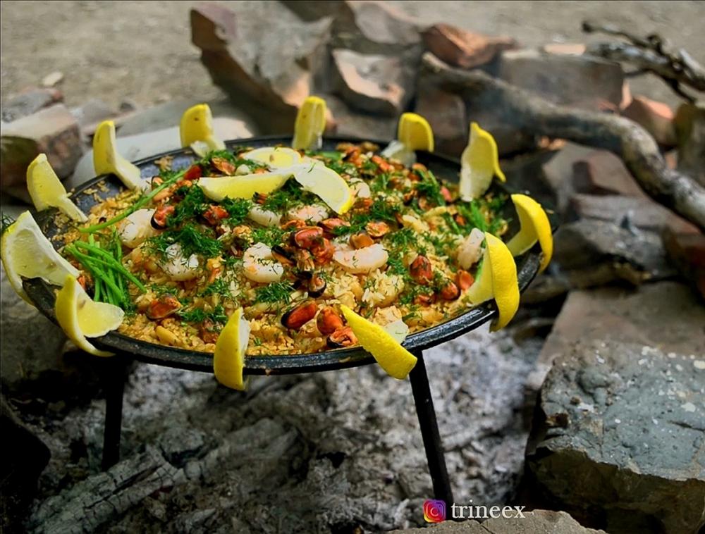 Готовим на мангале: Рис с морепродуктами