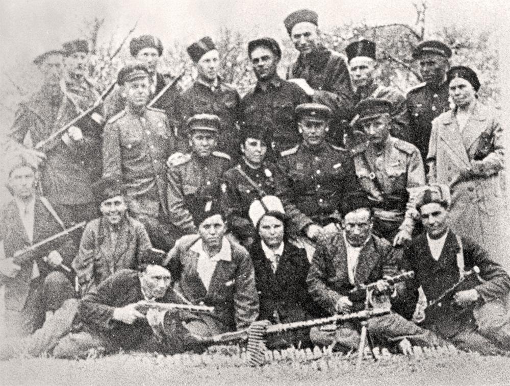 Новороссийск 75 лет назад: партизаны идут в немецкий штаб