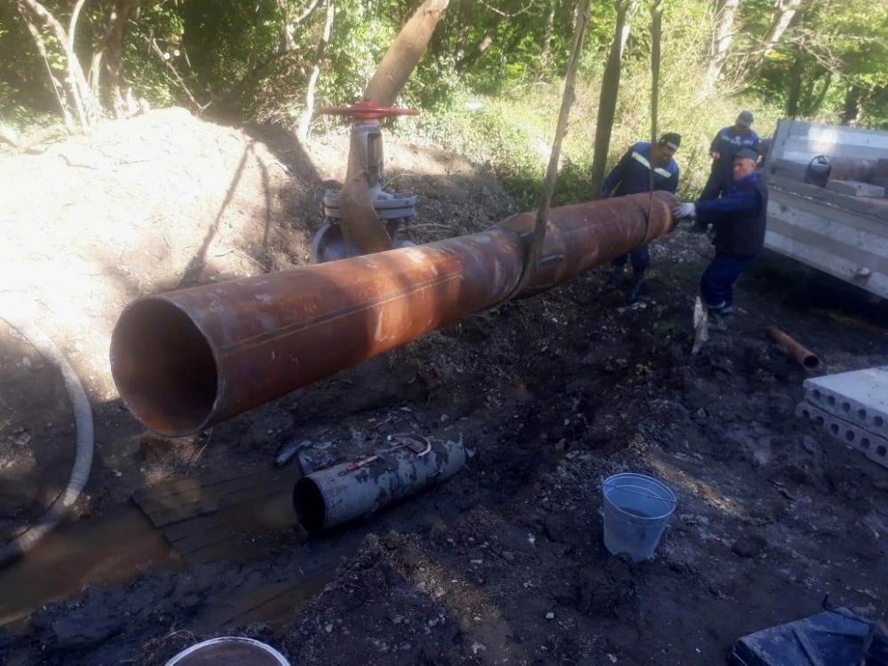 Жителям Гайдука и Верхнебаканского нужно заранее позаботиться о запасе воды