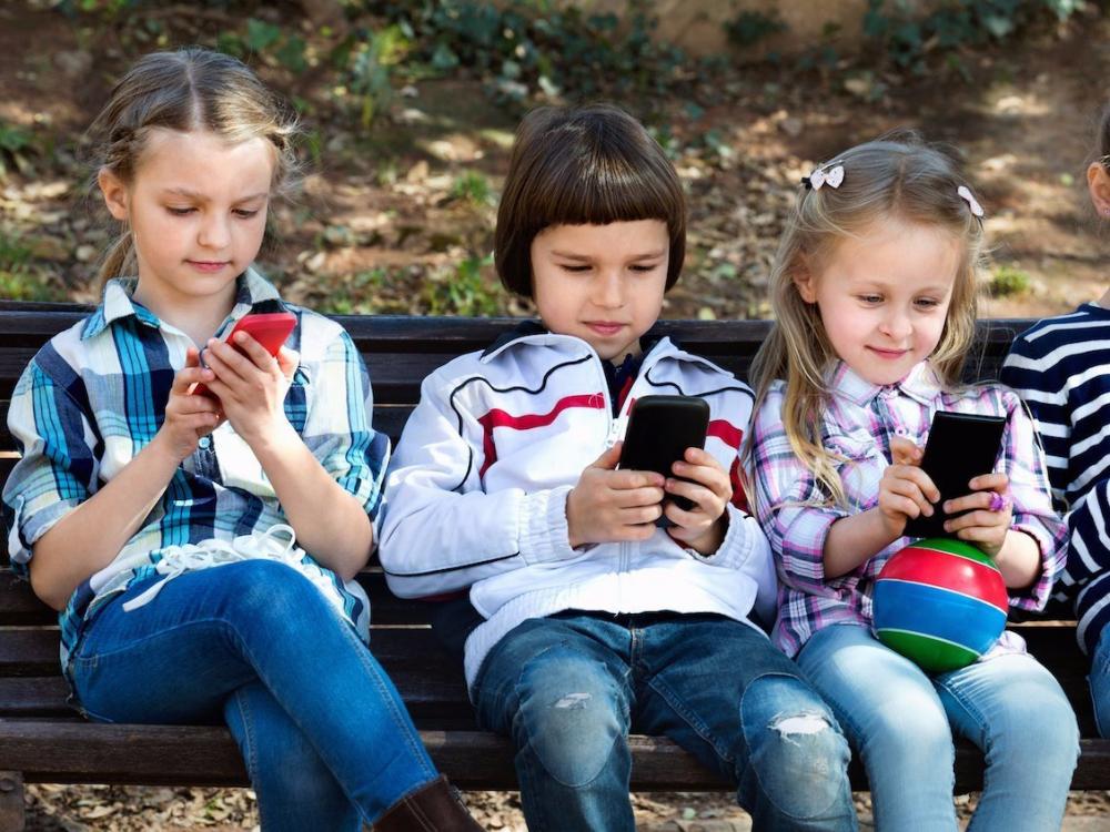 Дети и гаджеты: как спасти здоровое детство