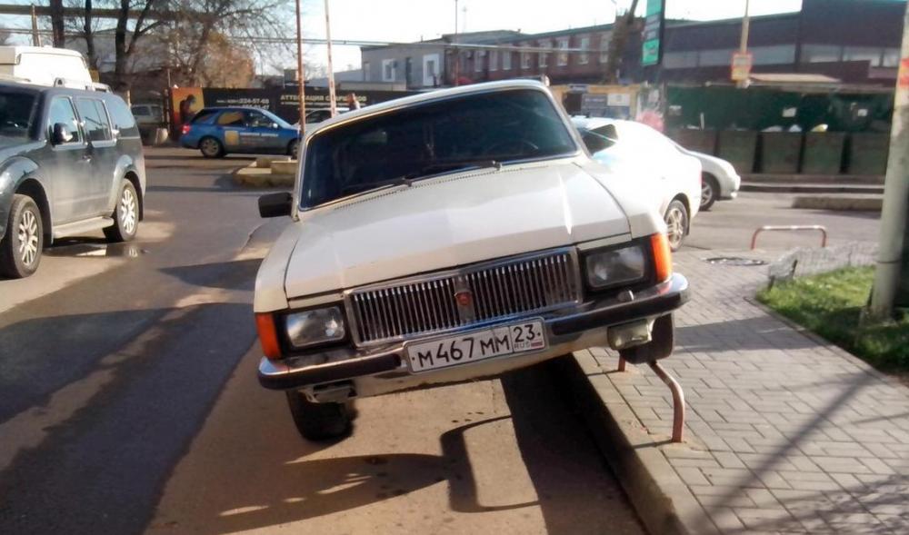 «Мастера» парковки каждый день удивляют новороссийцев