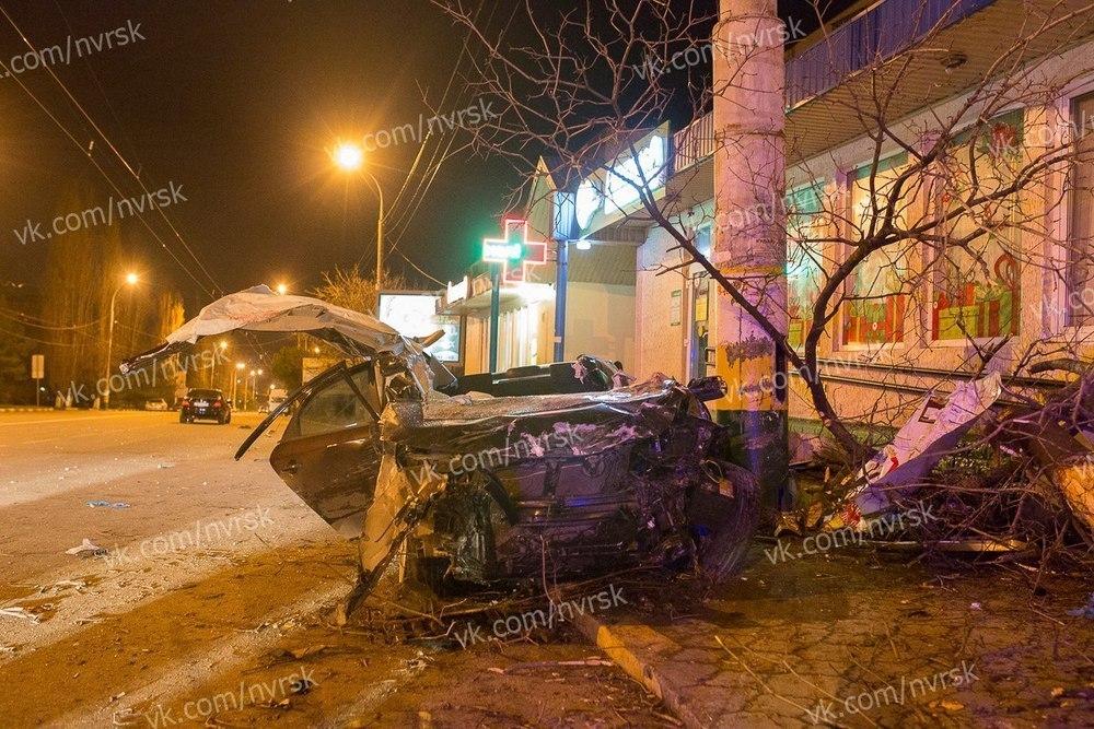 В Новороссийске дрифтовавшую иномарку разнесло об столб