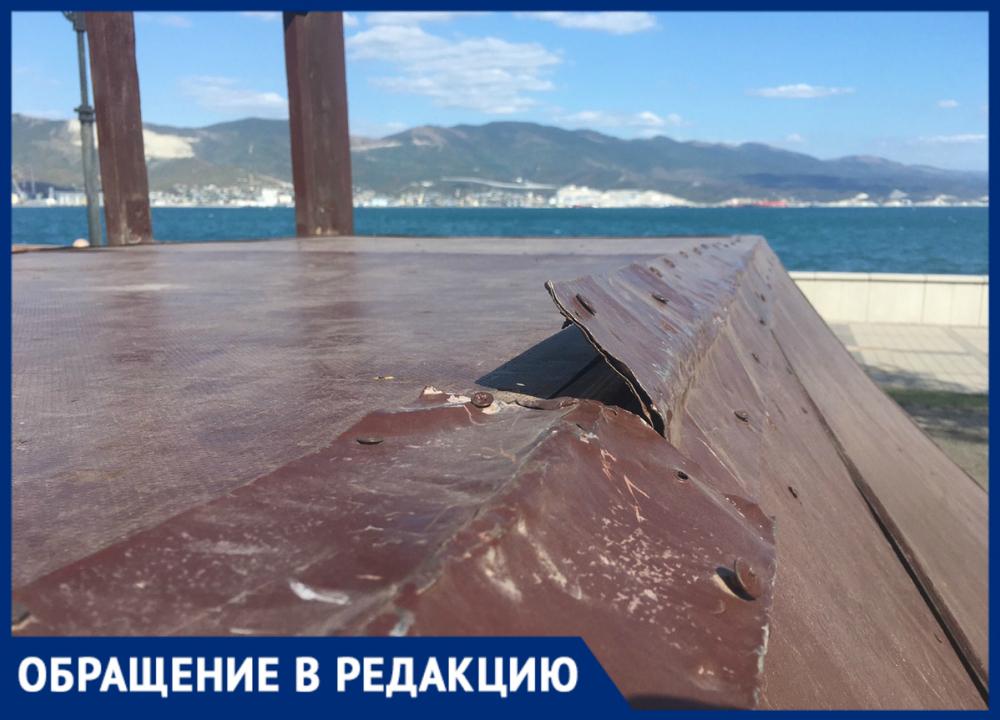 Скейтпарк в Новороссийске разваливается, а его красят и красят
