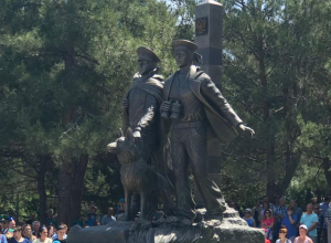 Новороссийские офицеры и ветераны приняли участие в открытии памятника пограничникам