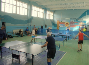 Ветераны продолжают показывать свои умения в настольном теннисе в Новороссийске