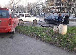 Авария с участием 3 автомобилей произошла в центре Новороссийска
