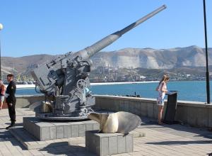 Пушку с тральщика «Груз» установили на набережной Новороссийска