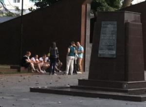 Площадь Героев Новороссийска стала местом отдыха молодежи