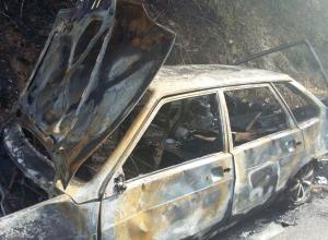 Легковой автомобиль полностью сгорел в Новороссийске