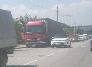 Кто уберет большегруз, создающий пробки в Новороссийске?