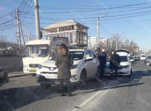 Две иномарки столкнулись в центре  Новороссийска