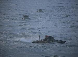 Экипажи десантных БТРД в Новороссийске преодолели водные преграды