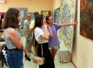 Новороссийские пейзажи сквозь призму сибирского таланта открывают Тайны Вселенной