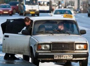 Новороссийские таксисты проходят проверку