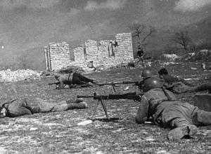 Новороссийск 75 лет назад: враг пытается вернуть потерянные позиции