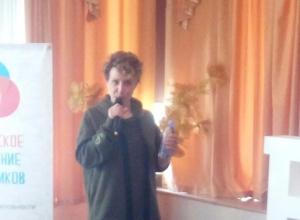 Прямо сейчас в Новороссийске школьники общаются с телеведущей Яной Чуриковой