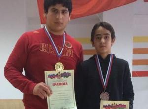 Иссаханян и Алиев принесли Новороссийску золото и бронзу в греко-римской борьбе