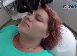 Участница проекта «Преображение» Анастасия Шипилова усердно избавляется от… бровей