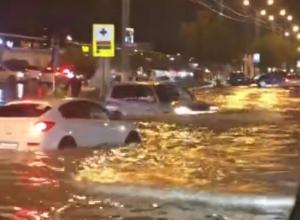 Унесло в море автобус, затопило улицы и дома: последствия ливня в Новороссийске