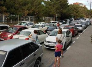 Широкая балка Новороссийска застыла в пробках