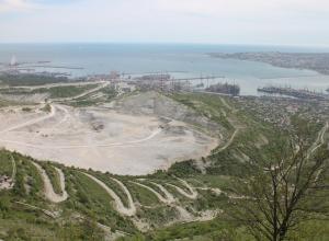 Пока чиновники пилят ответственность, строители – гору вокруг Новороссийска