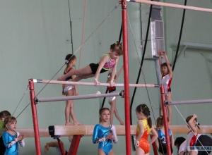 Спортивные гимнасты Новороссийска выступают на первенстве края