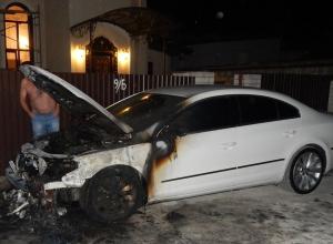 Неизвестные подожгли автомобиль в Новороссийске
