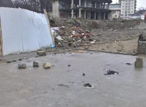 Спортивную площадку демонтировали на городском пляже Новороссийска