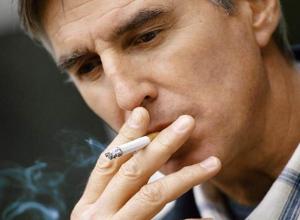 В Новороссийске вступил в силу запрет на курение на улице