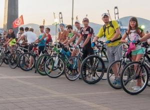 Новороссийским велосипедистам разрешили ездить ночью по набережной