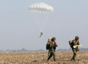 Новороссийские десантники научили египтян прыгать с российским  парашютом