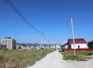 Дорога и газ прошли мимо частных домов новороссийцев на 5-й бригаде