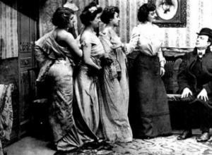 «Шум оргий и циничные песни пьяных женщин» вместе с домами терпимости были все-таки перенесены в «глухие улицы» Новороссийска