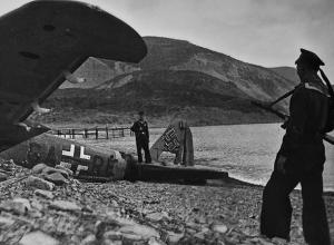 Новороссийск 75 лет назад: вражеский самолет сбили прожекторами