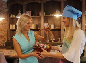 Целую корзинку с кейк-попсами получила победительница конкурса «Ешь! Люби! Выкладывай!»