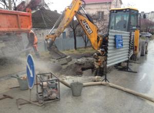 Не меньше 6 водопроводных труб каждый день прорывает в Новороссийске
