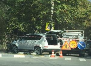 Светофор, знак и дерево снес внедорожник в Новороссийске