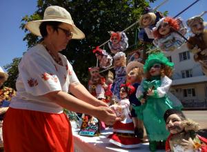 Жара, фонтаны, музыка - на бульваре Черняховского каждый день праздник